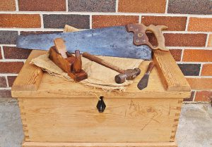 carpenters-toolbox-1466467_640
